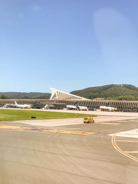 Landing in Loiu, the airport in Bilbao
