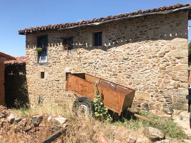 'Pueblo' life in Monasterio de la Sierra