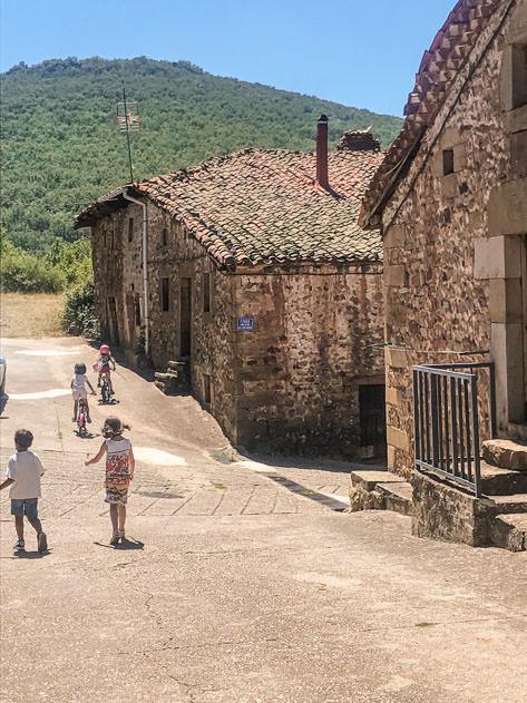 Kids in Monasterio de la Sierra
