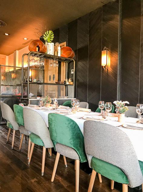Elegant table at Urogallo